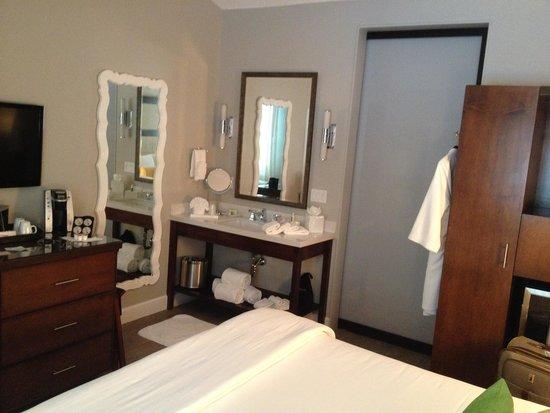 Almond Tree Inn: Room 107