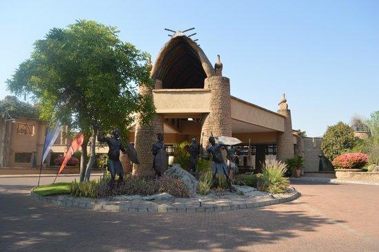 The Kingdom at Victoria Falls : vista da entrada do Hotel