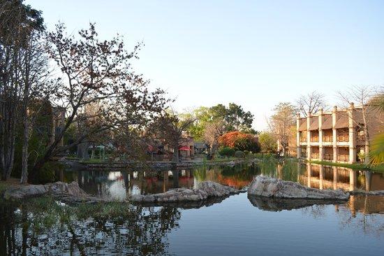The Kingdom at Victoria Falls: Vista da área interna do Hotel