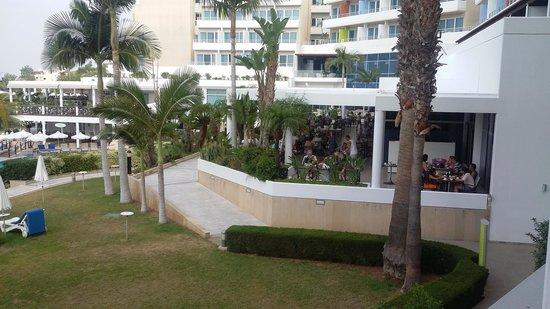 Mediterranean Beach Hotel : вид с балкона