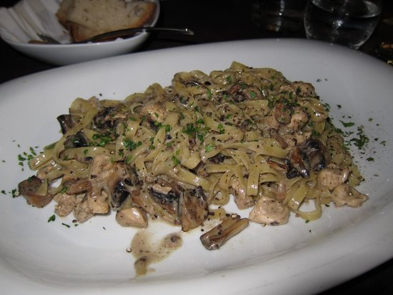 Vermell : The most delicious chicken pasta in truffle sauce