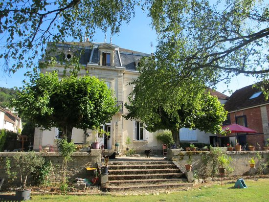 Villa les Pieds dans l'Ouche: Delightful garden space for guests to relax in