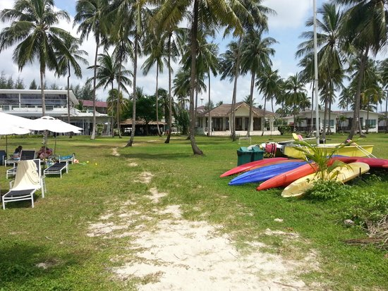 Kantary Beach Hotel Villas & Suites Khao Lak: Massagehaus vom Strand aus