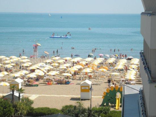 Hotel Marisa: la plage vu de la chambre