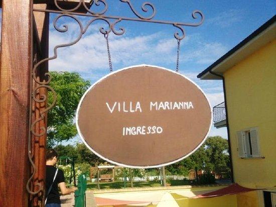 Villa Marianna : ingresso della villa (dove noi facevamo colazione)