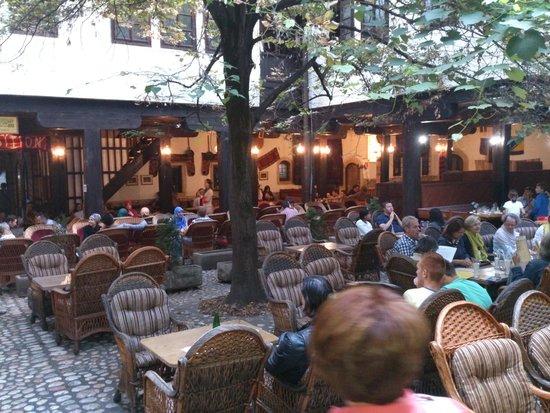 Morica Han: courtyard