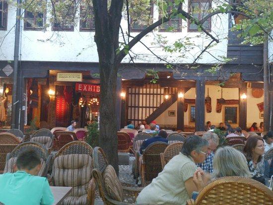 Morica Han: busy courtyard