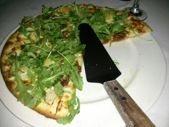 Napoli Ristorante & Pizzeria: Pizza Bianca with arugula, ground pepper and a drizzle of house red pepper infused olive oil.