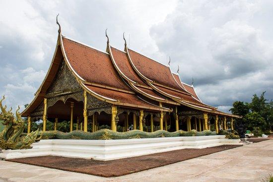 Sirindhorn, Tailandia: beautiful temple