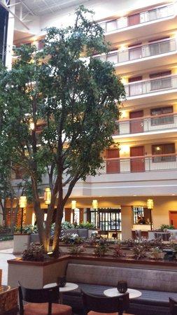 Embassy Suites by Hilton Dallas Near the Galleria: Ótimo espaço de conveniência