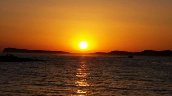 Playa Bella Apartamentos: short walk to see this beautiful sunset, from playa bella