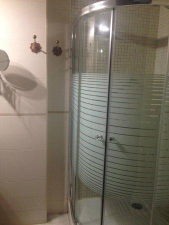 Hotel Don Paula : Bathroom