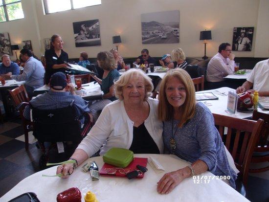 Milton's Deli Restaurant: BIRTHDAY CELEBRATION LUNCH
