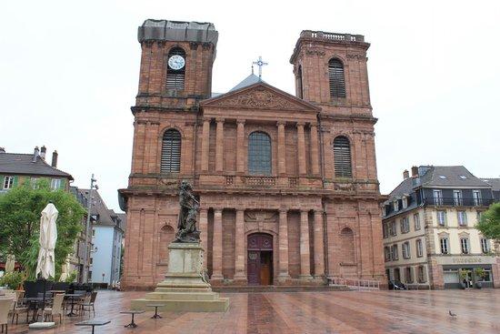 Cathedrale de Belfort: The Belfort Cathedral's Facade