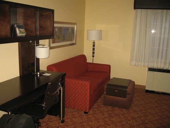 TownePlace Suites Burlington Williston: Couch (pull out), desk, ottoman