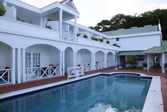 Auberge Seraphine: Pool