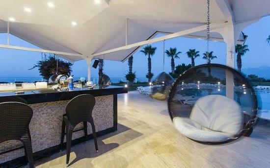 Club Hotel Falcon : Pool Bar