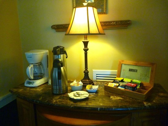 Ashley Inn: Free coffee and tea all day