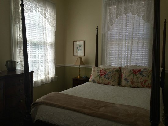 Ashley Inn: Our bedroom