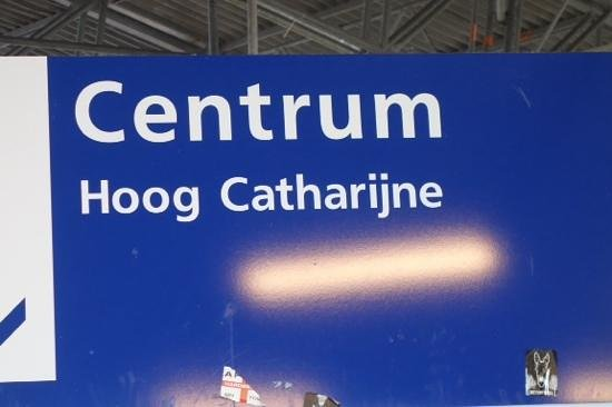 Hoog Catharijne: sign in train station