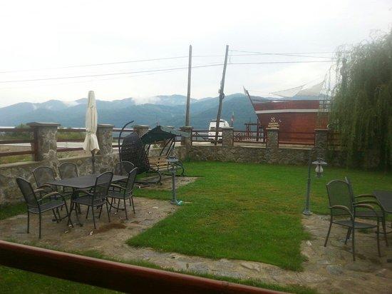 Sichevita, Romania: The boat bar and garden