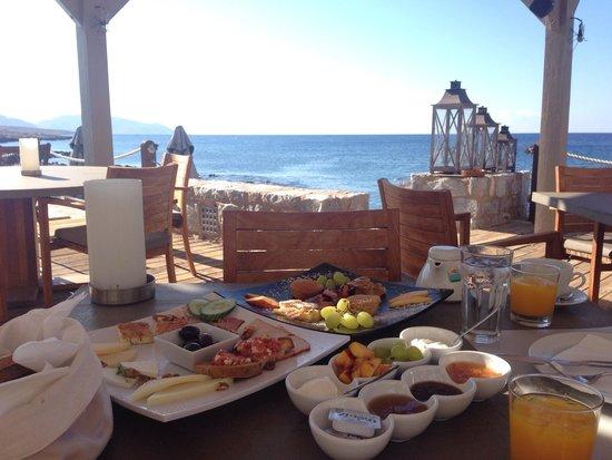 Kyrimai Hotel: Breakfast with sea view