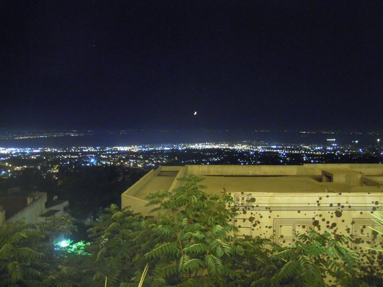 Panorama Hotel: Night view from the restaurant