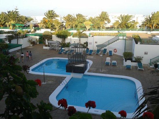 Nazaret Apartamentos: Small pools from balcony.