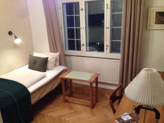 Hotel Alexandra: single room, second floor.