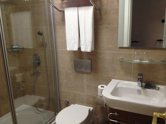Neorion Hotel: Bathroom