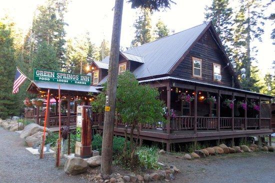 Green Springs Inn: Front Entrance on OR66