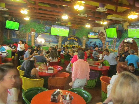 Mariscos Las Islitas: Bright and vibrant