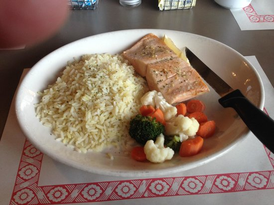 Ramore, Canadá: Rolly's Salmon dinner