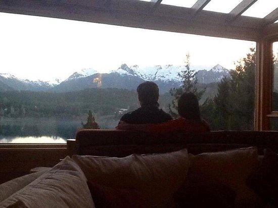 Peninsula Petit Hotel: Admirando nuestra ventana