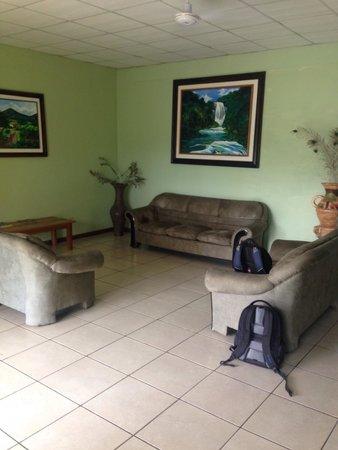 Hotel Santa Lucia Comayagua: Sala de espera