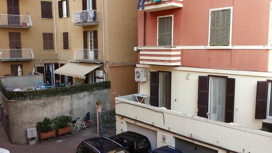 Hotel Rosa: Vista dalla stanza, lato cortile