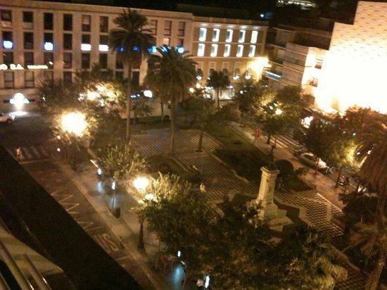 Hotel Derby Sevilla: vue sur la place le soir