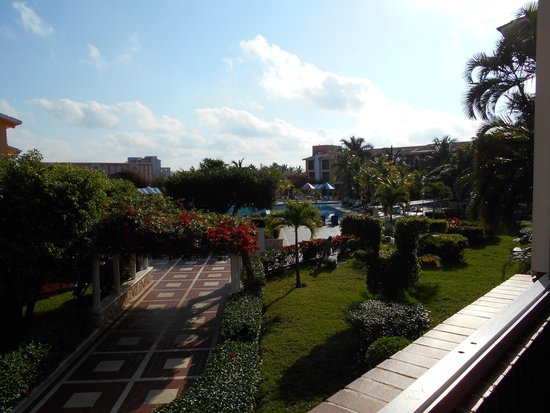 Hotel Cozumel and Resort: View of the pool from my room