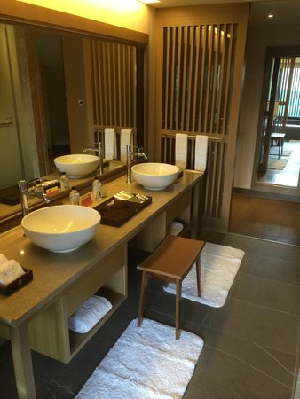 Grand View Resort Beitou : luxurious bathroom