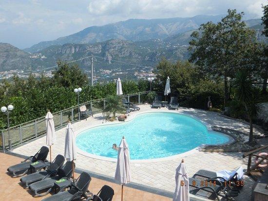 Hotel Prestige Sorrento : View from room 2nd floor overlooking pool