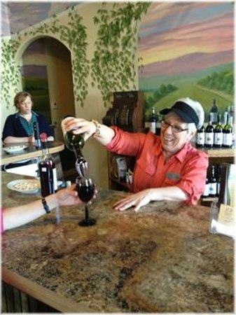 Lil' Ole Winemaker Shoppe: Sue Larson