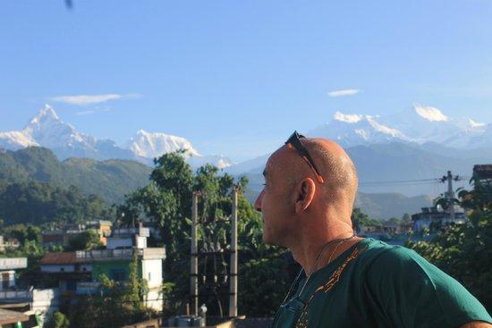 Atithi Resort & Spa: vista de la cordillera del Annapurna desde la habitación