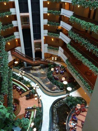Renaissance Oklahoma City Convention Center Hotel : Hotel Center Atrium