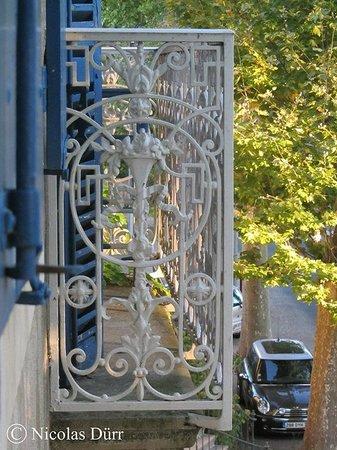 Les Volets Bleus : Détail du balcon principal