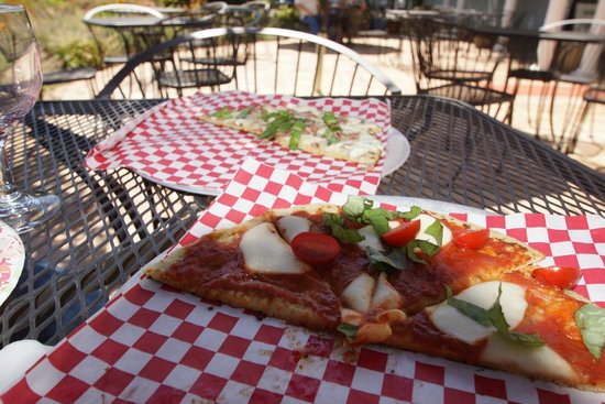 Willamette Valley: Great Flat Bread pizza for lunch