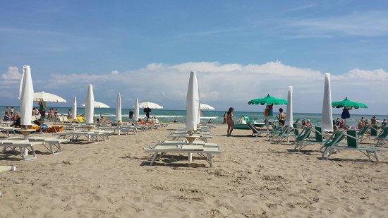 La spiaggia bagni 126 - Picture of Hotel Pigalle, Riccione - TripAdvisor
