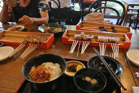 Dengakuzawakaya: 定食のご飯は大盛り