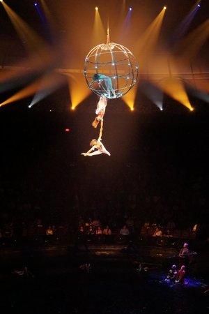 Impressive aerial acrobatics! - Picture of Le Reve - The Dream, Las ...