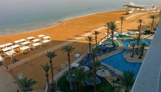 Crowne Plaza Dead Sea : Beach area