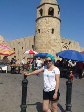 Medina of Sousse : przed wejściem na targ medina...jeszcze uśmiechnięta,ale po 10 min miałam dość